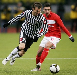 Nikita Bazhenov (R) of Russia's Spartak vies with Marco Motta (L) of Italy's Udinese during their UEFA Cup group D football match in Moscow, on November 6, 2008. AFP PHOTO / YURI KADOBNOV (Photo credit should read YURI KADOBNOV/AFP/Getty Images)